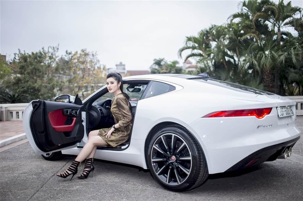 Á hậu Huyền My tậu Jaguar F-Type