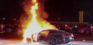 Ford Mustang bị cháy