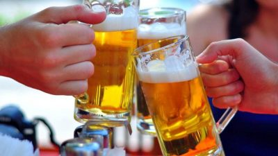 Uống bia rượu