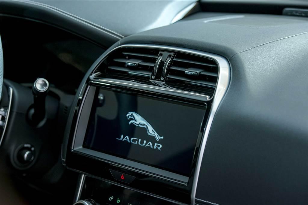 Ra mắt Jaguar XE