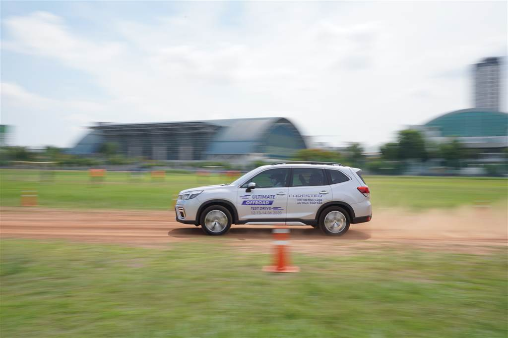 off road cùng subaru forester sutds