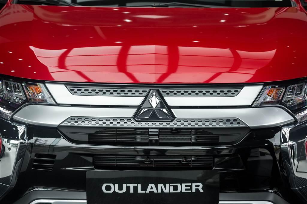 Outlander 2.4 Premium 2020 ra mắt
