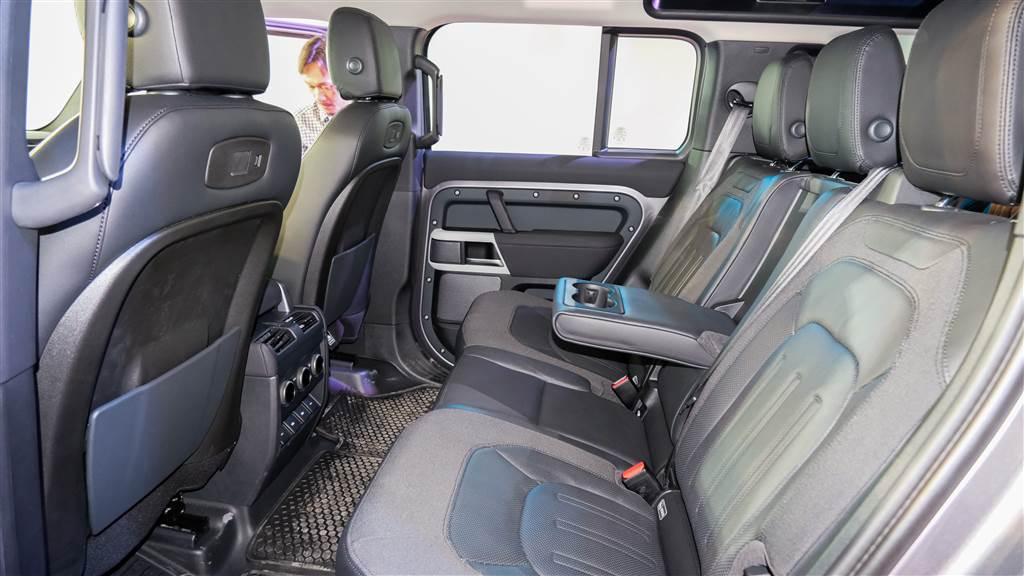 Land Rover Defender ra mắt