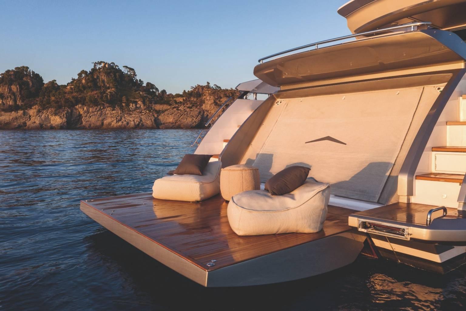 Du thuyền Azimut S8