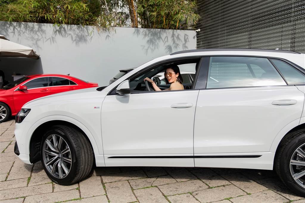 Lệ Quyên Audi Q8