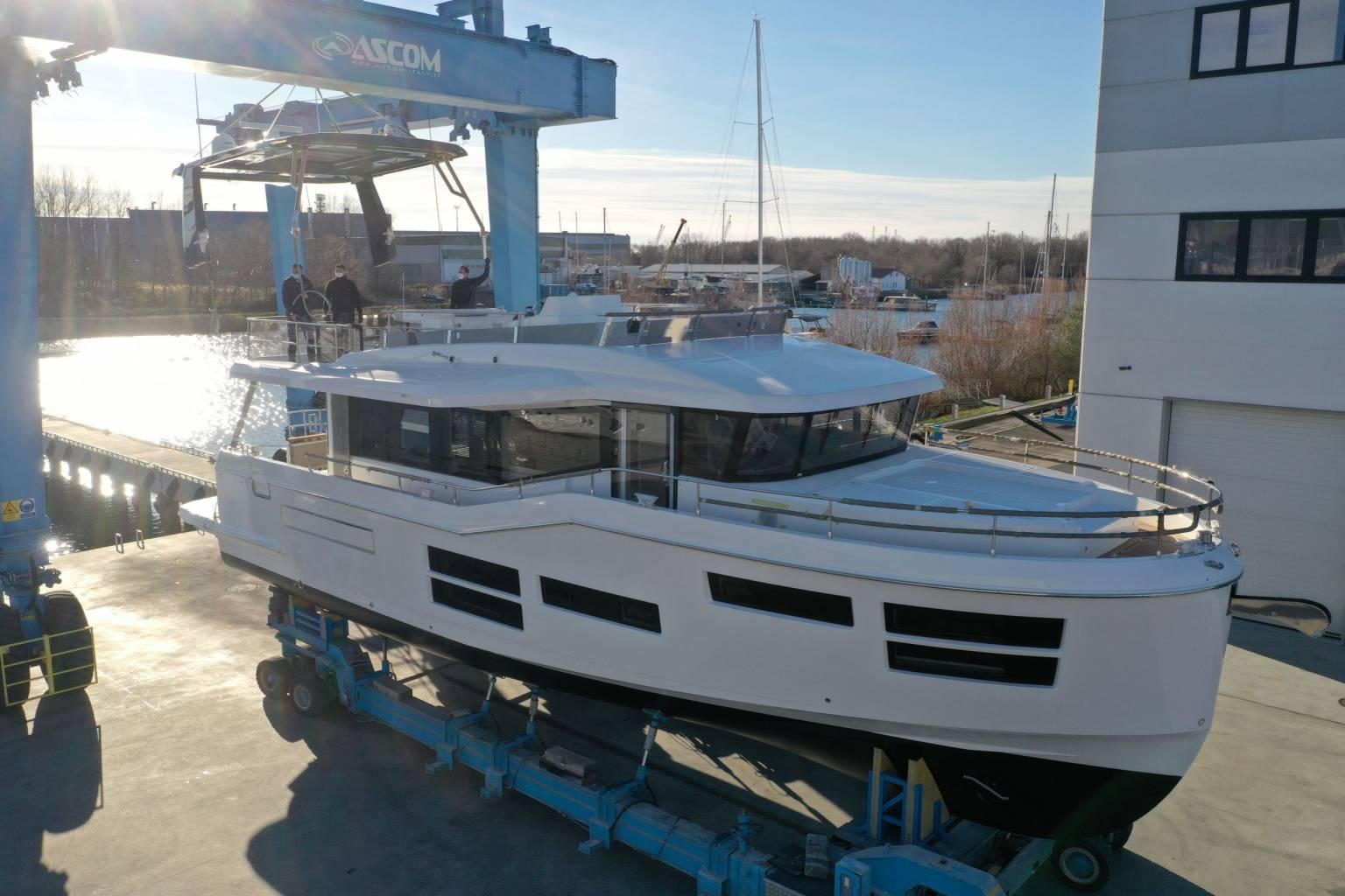 Du thuyền Beneteau Grand Trawler 62