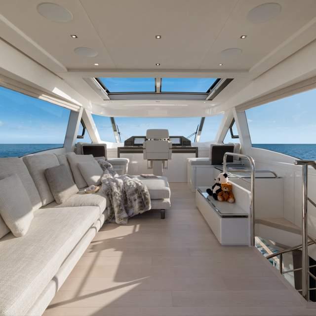 Du thuyền MCY 70 Skylounge
