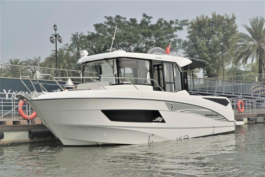 Thuyền câu thể thao Barracuda 9