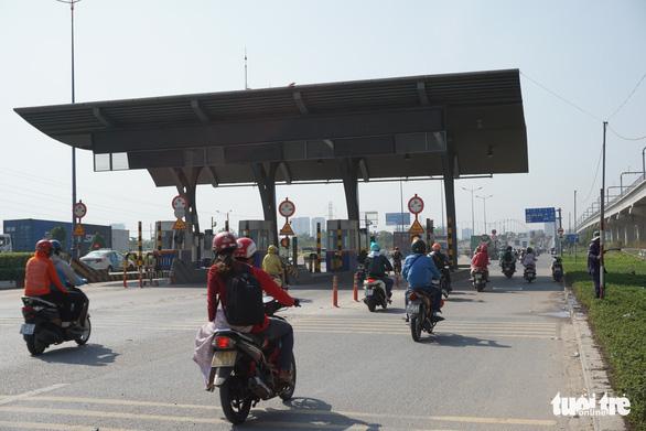 Thu phí xa lộ Hà Nội