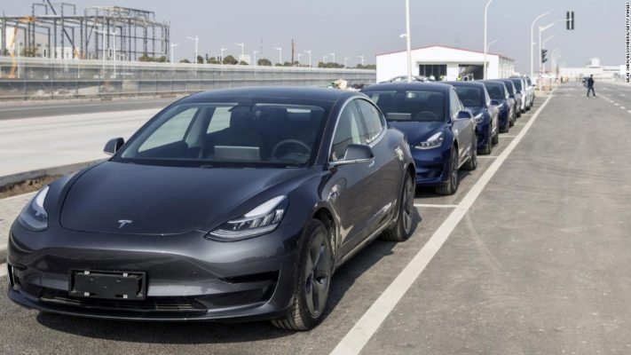 Tesla triệu hồi xe